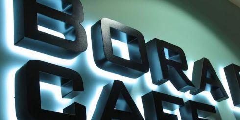 Светящиеся буквы для вывесок – нужно ли устанавливать подобные элементы?